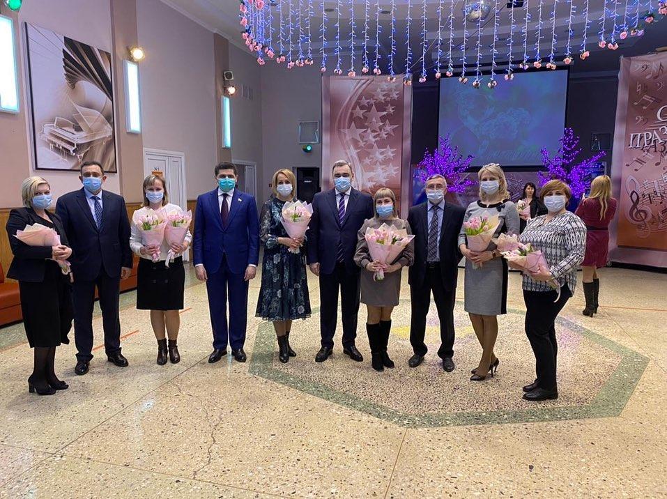 """Праздничный концерт в ДК """"Факел"""""""
