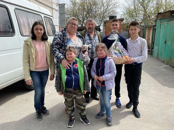 Поздравил с наступающим Светлым праздником Пасхи жителей Аксайского района